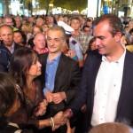 Notte bianca a Napoli, selfie e abbracci per de Magistris
