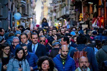 Napoli affollata di turisti