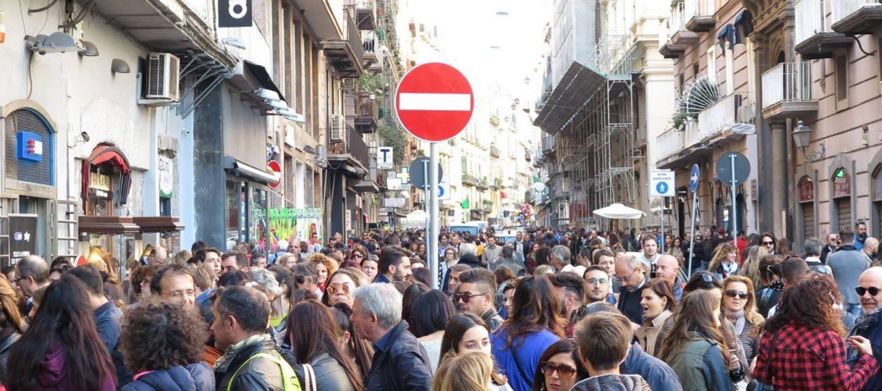 Napoli con turisti 2016