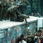 A Berlino nel 1989 il popolo buttò giù il muro che divise l'Europa