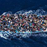 Una nave di profughi naufraghi è arrivata nei …
